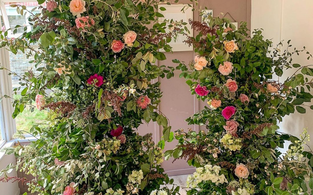 Foam Free Asymetric Arch and Bridal Bouquet One to One Flower Workshop